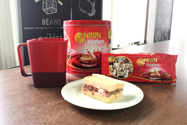 Strawberry_Waffer_Ice_Cream_Sandwich